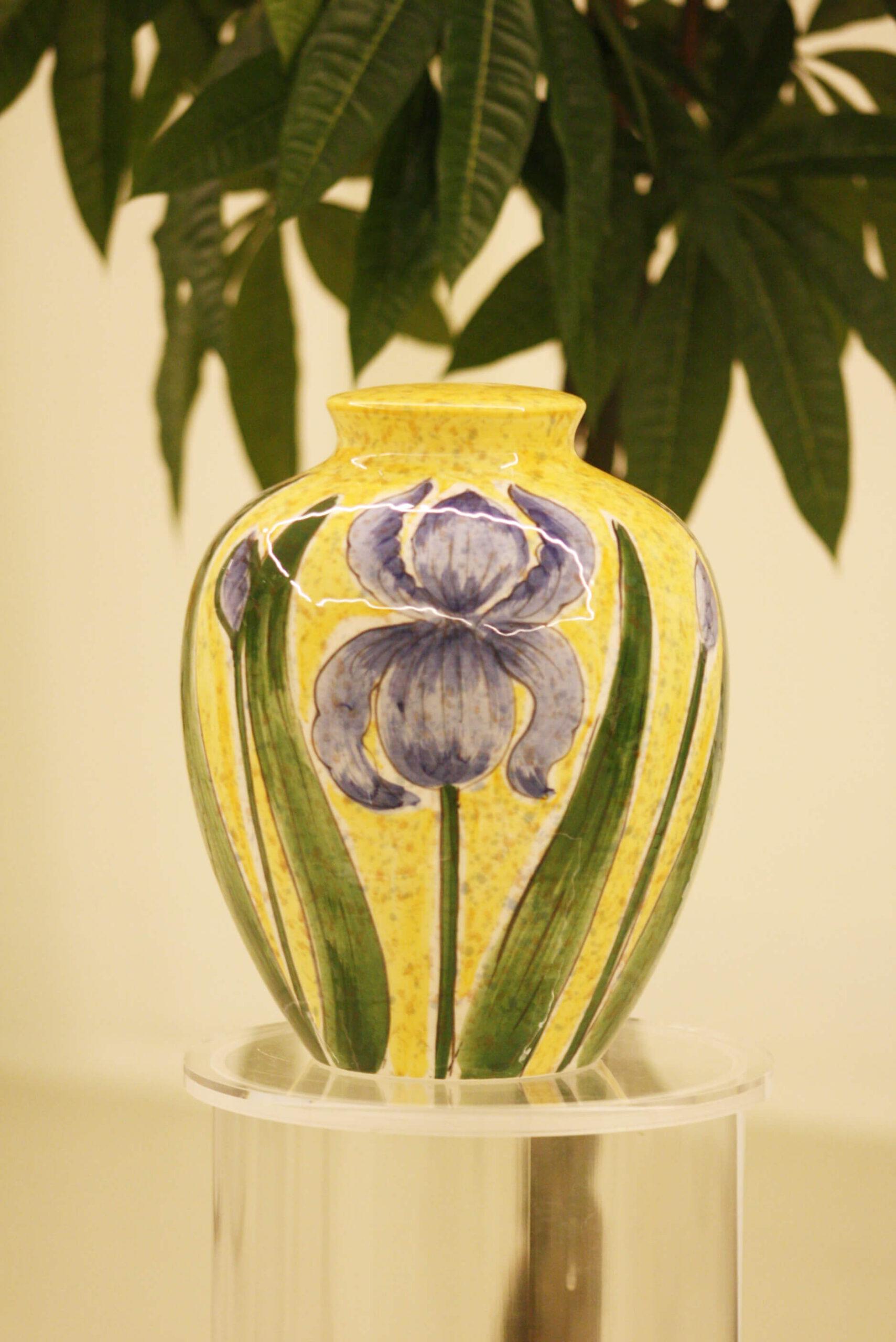 Urna decorata fiori Nicora e Vigizzi  Centro Crematorio Ticino
